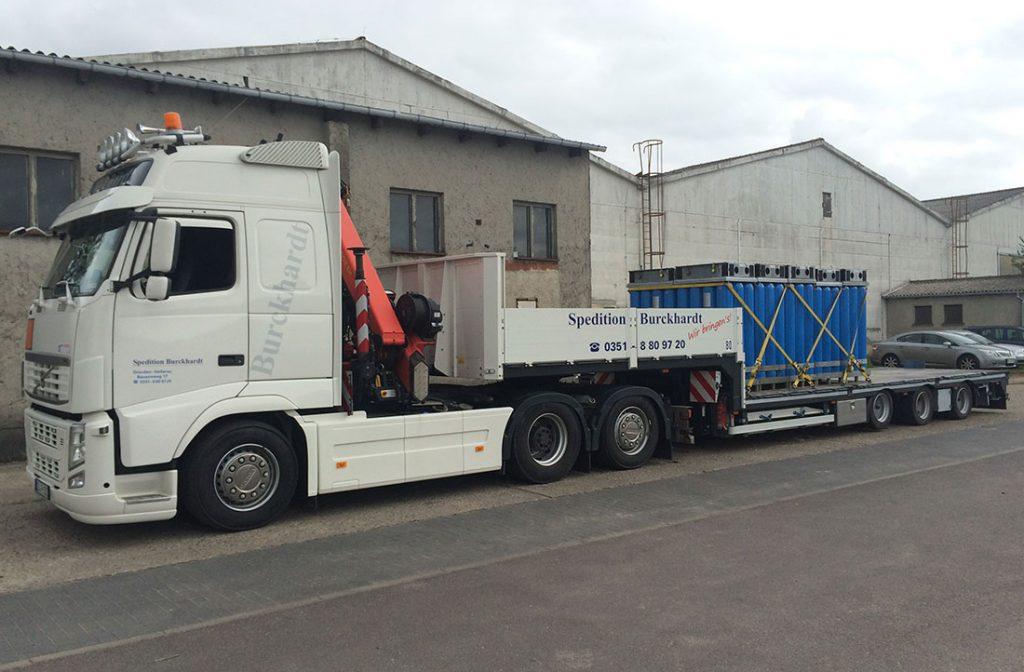 Transport von Gefahrgut Technischer Gase mit Tieflader
