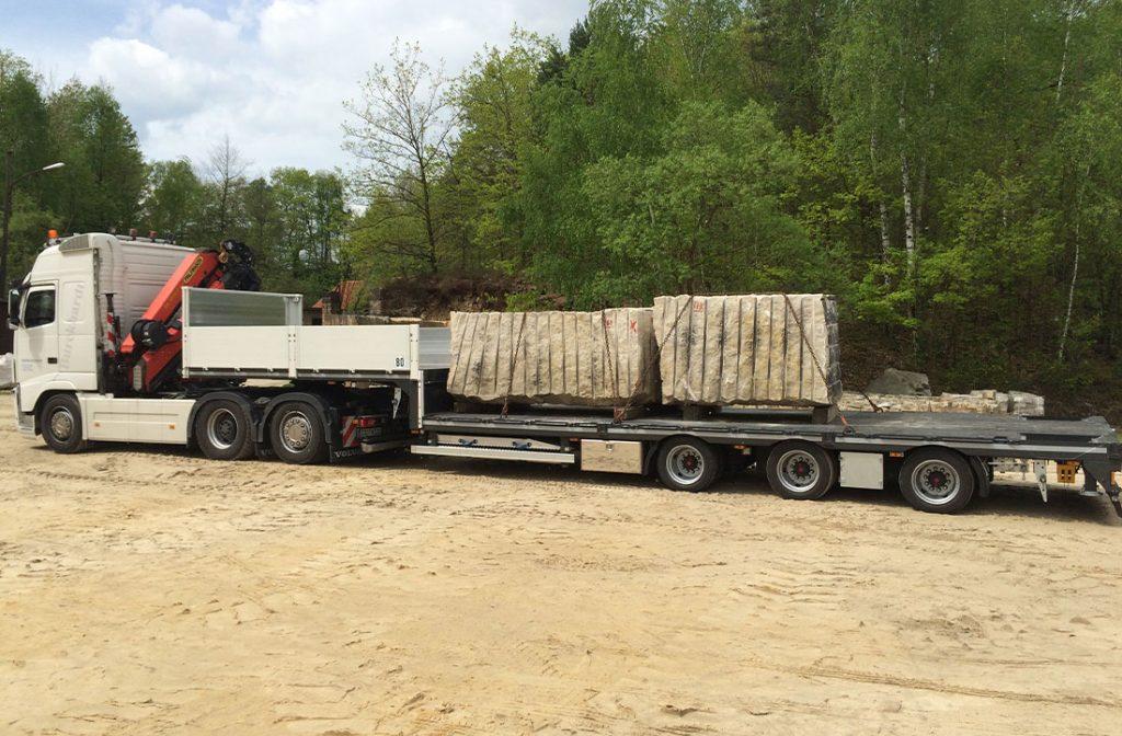 Transport von Sandstein