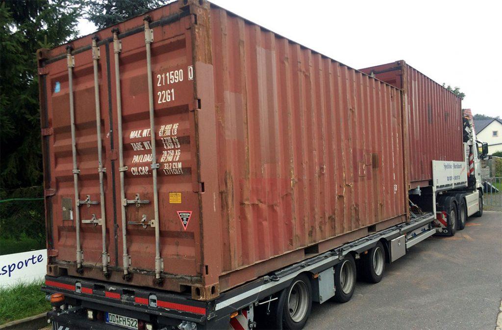 Transport mit Kranfahrzeug und Sattelzug